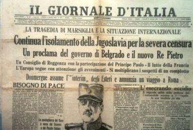 Un'immagine della prima pagina del giornale d'Italia dell'11 ottobre 1934. IL FATTO DEL GIORNO: La tragedia di Marsiglia e la situazione internazionale. Continua l'isolamento della Jugoslavia per la severa censura. Un proclama del governo di Belgrado